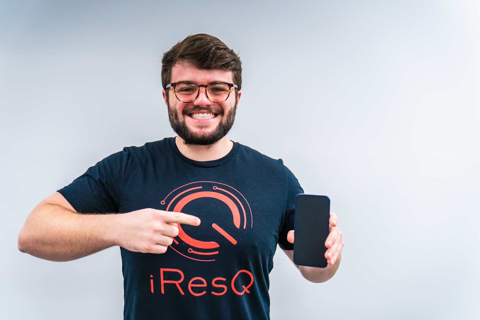 iresQ employee with phone
